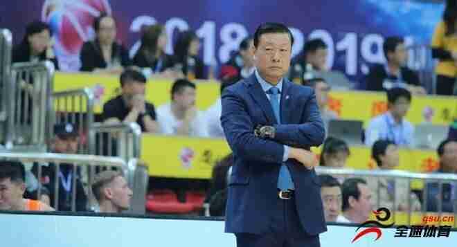 上海队祝主教练李秋平生日快乐