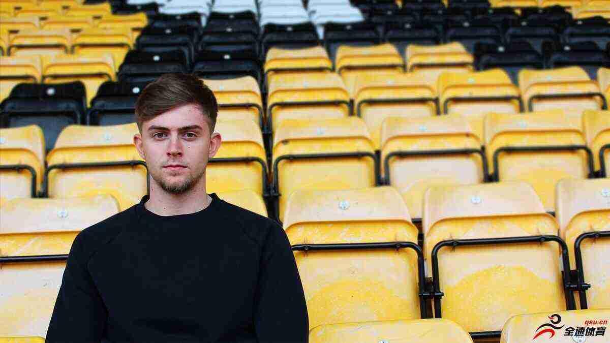 英乙球队诺茨郡和曼城中场帕钦签约两年