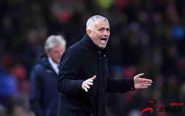 穆里尼奥愤怒地谴责英国媒体的不良态度:球员们已经被诅咒和麻木。