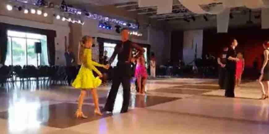 高雅体育舞蹈比赛视频