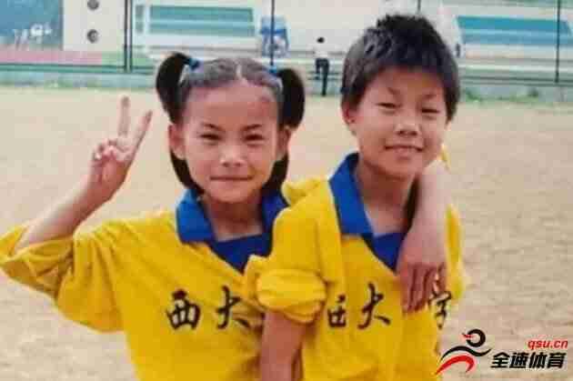 """王霜启蒙教练:从小不服输成就今日""""亚姐"""""""