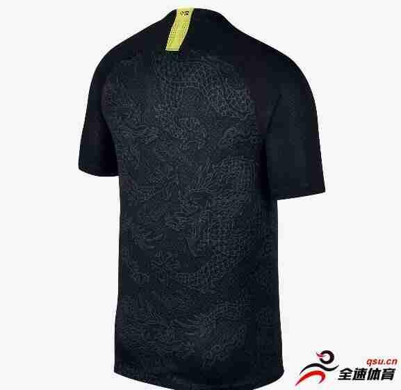 黑色龙纹的国足客场球衣将不再投入使用