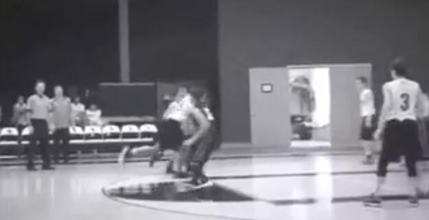 蔡徐坤美国校队篮球比赛视频