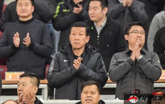 天津权健的主帅由韩国人崔康熙担任