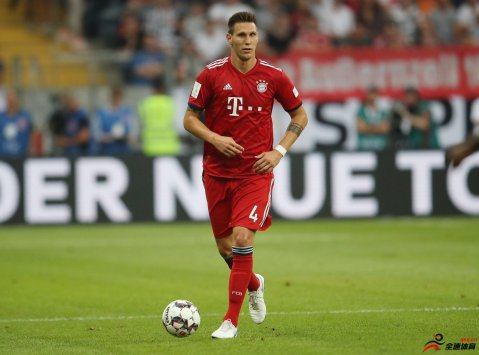 <b>鲁梅尼格:聚勒可成为拜仁后防领袖,他会继续进步</b>
