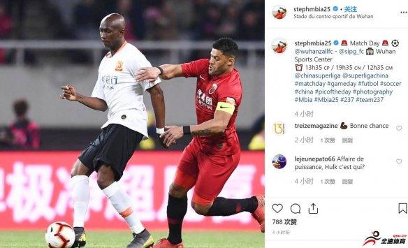 姆比亚在Instagram上晒出一张与上港前锋胡尔克拼抢的照片