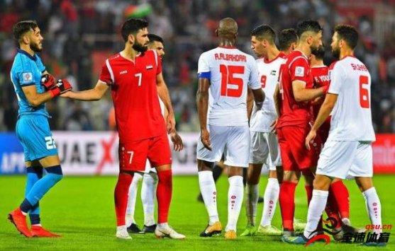 亚洲杯首张红牌萨利赫两黄变一红被罚下