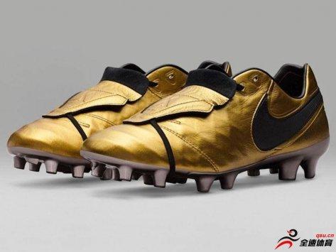 NIKE为托蒂生产出他的专属球鞋全球限量2500双