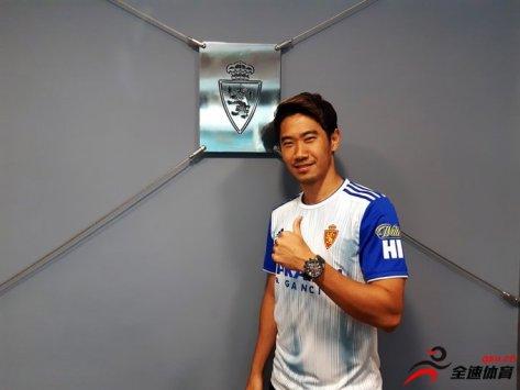 日本中场香川真司加盟西乙签约2年