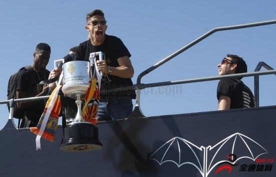瓦伦西亚2-1击败巴塞罗那赢得国王杯冠军