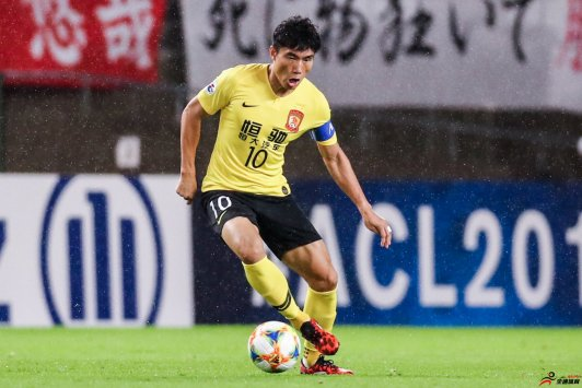 记者:郑智带队是临时帮忙 预计他下赛季会