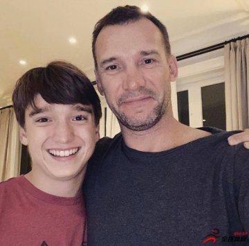 舍甫琴科在推特上晒照,祝大儿子乔丹15岁生日快乐