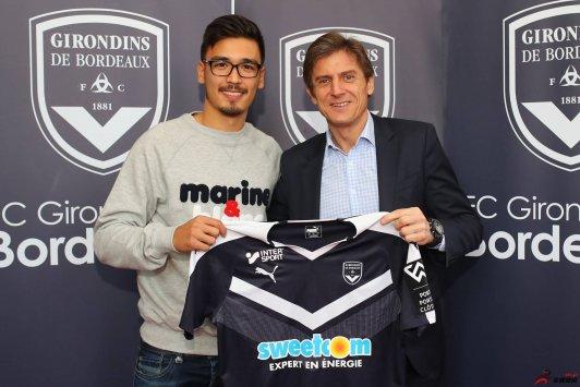 波尔多俱乐部与澳门裔中后卫大卫-卡多佐签