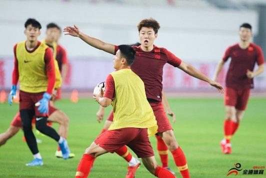 东亚杯国足将重新组合阵容,期待国足表现