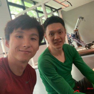 尹鸿博在微博上晒与杨智一起进行恢复训练的照片