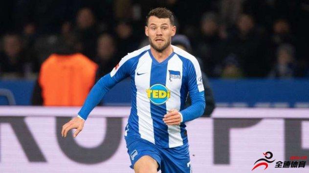 柏林赫塔的22岁中场球员勒文租借奥格斯堡