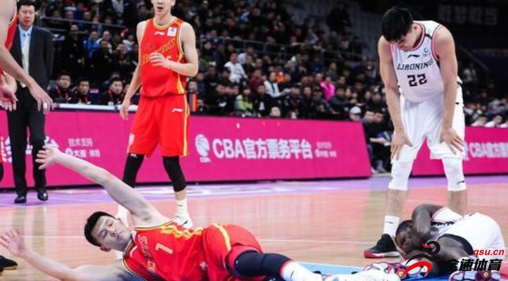 布姆松田宇翔球场上防守时打掉一颗球员的牙