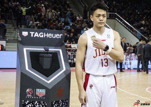 姜宇星5篮板1助攻2抢断2盖帽的全面数据
