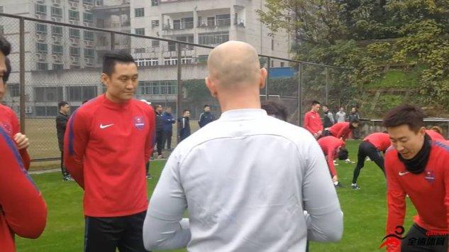 邓小飞上赛季被重庆斯威租借到了中甲球队浙江绿城