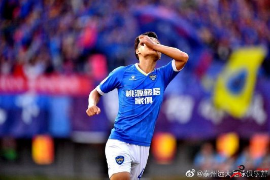 原江苏苏宁队中场张新林正式加盟泰州远大