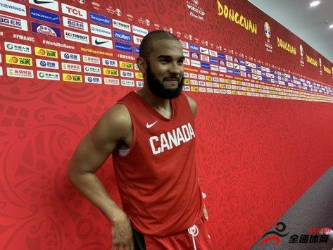 加拿大男篮后卫科里-约瑟夫已经在东莞与球