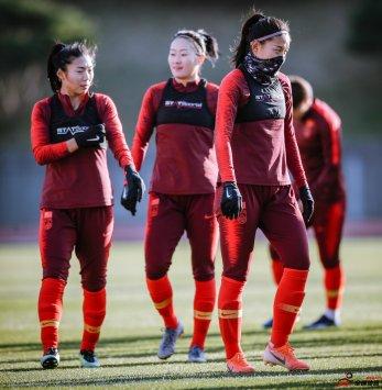记者:中韩女足奥预赛再度推迟 双方同意明年上半年进行
