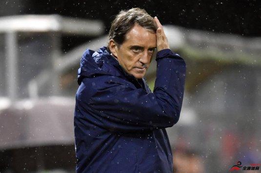 曼奇尼:巴洛特利是意大利绝对实力最强的中锋之一
