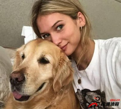 桑切斯与22岁模特女友同居