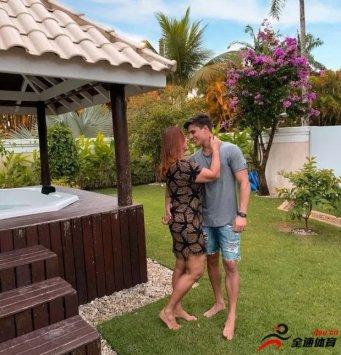 内马尔的母亲与22岁的男友蒂亚戈-拉莫斯已经分手