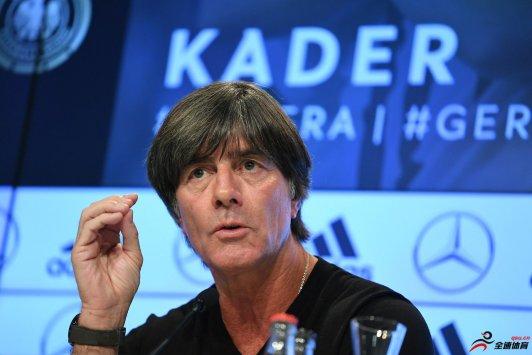 勒夫:德甲恢复后球员们表现积极,空场比赛没有影