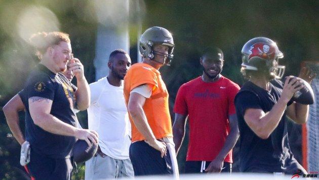 NFL球员工会的建议也无法阻止汤姆-布雷迪组织队友进行训练