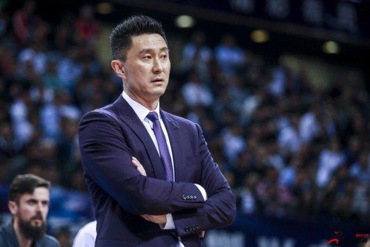 CBA官方今日公布了赛季最佳教练得主,广东男篮主帅杜锋成功当