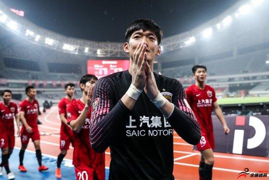 颜骏凌:智哥无论是作为球员,还是平时生活当中都具有着一种表率作用