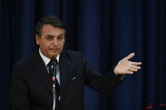 巴西总统希望恢复足球比赛