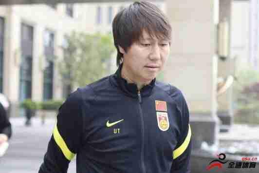 国足主帅李铁已经同集训名单中和名单外的球