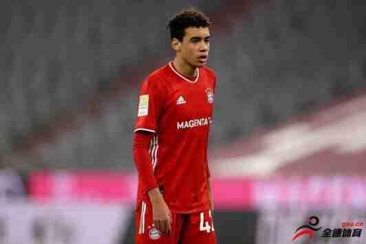 德国队主帅勒夫想在3月份征召17岁的拜仁中场穆西亚拉