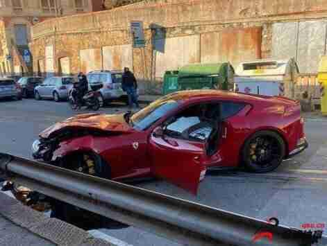 热那亚门将马尔凯蒂的法拉利跑车被洗车店员工不小