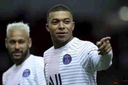 波帅:姆巴佩目前对球队很投入,希望看到他再为巴黎踢好多年