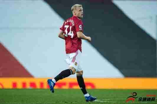 内维尔:荷兰中场之所以被红魔引进,是因为