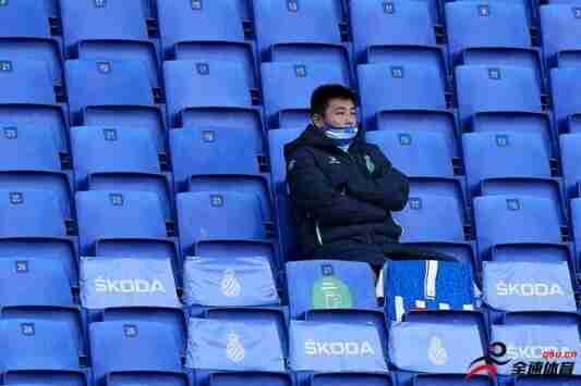 """足球报:枯坐板凳还是及时""""止损""""离开,武磊已到抉择时刻"""
