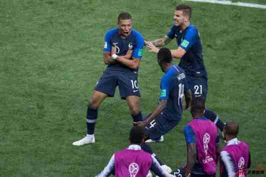 """L-埃尔南德斯""""叫嚣""""姆巴佩:欧冠你别打右路,对上就是战争!"""