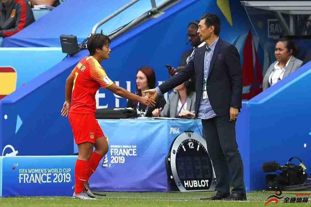 女足球员教练之间互相信任支持,造就逆风翻盘晋级奥运