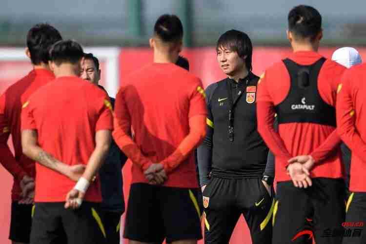 悲观情绪在失去主场优势后蔓延开来,中国足球需要表现出迎风飞翔的决心