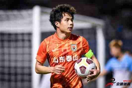 蒿俊闵将身穿武汉队28号球衣