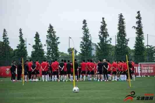 国足集训多名球员有伤,球队出征卡塔尔的名