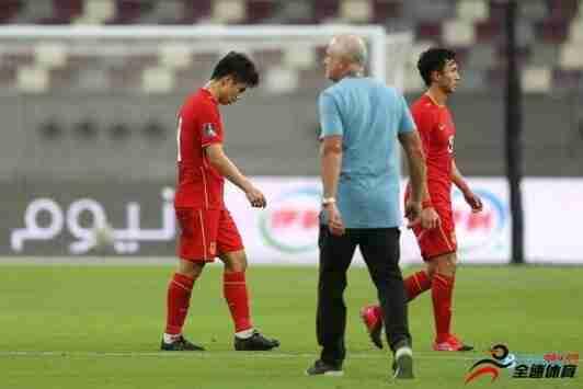 中国队即使有归化球员,他们的表现和之前没
