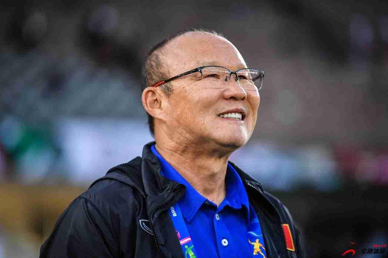 越南队主帅朴恒绪公布了12强赛对阵中国和阿曼的初选名单